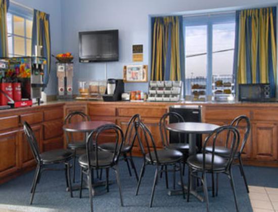 Days Inn Liberty/NE Kansas City: Breakfast Area