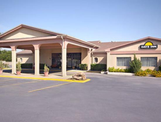 Motel 6 Stephenville : Beautifully two story landscaped building with out