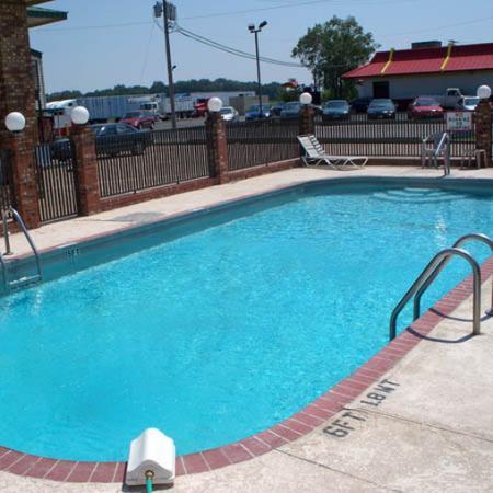 Regency Travel Inn: Pool View