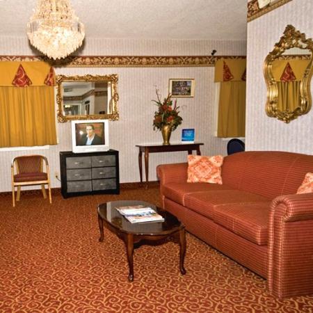 Regency Travel Inn: Lobby