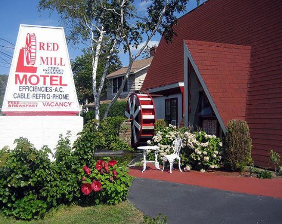 Cape Shore Inn: Front