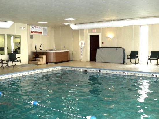 Best Western Plus Waterville Grand Hotel Pool Hot Tub