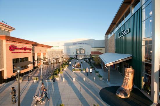 Ross Park Mall Grand Entrance