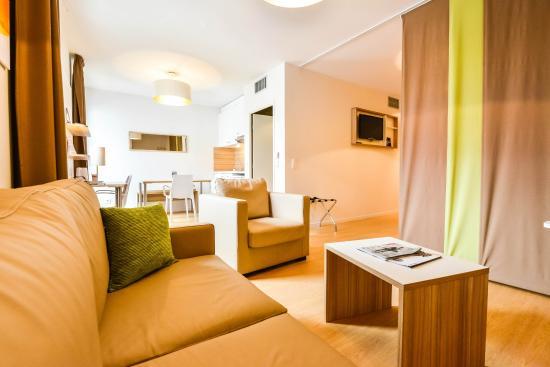 Quality Suites Lyon 7 Lodge: Coin salon