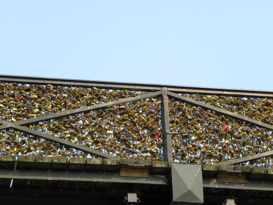 le pont des amoureux picture of pont des arts paris tripadvisor. Black Bedroom Furniture Sets. Home Design Ideas
