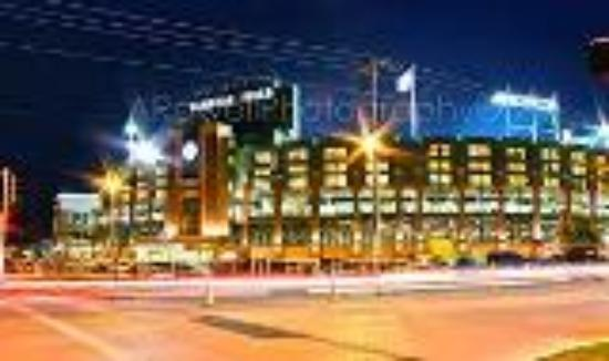 Hilton Garden Inn Green Bay : Walking distance from Lambeau Field