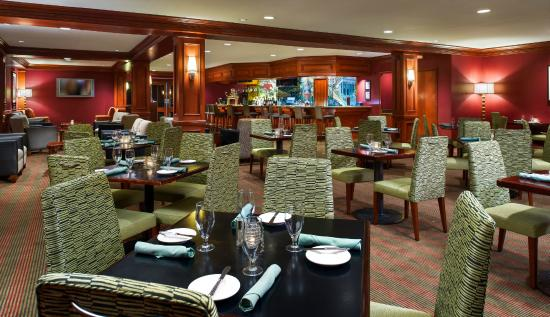 Cardinal Restaurant and Lounge at Dulles Hilton