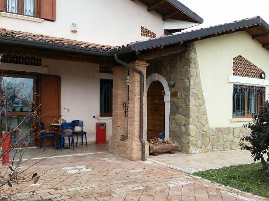 Ingresso del locale e portico foto di villa dany l for Avvolgere le planimetrie del portico