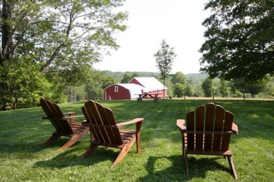 Maple Hill Farm Inn: Welcomingchairs