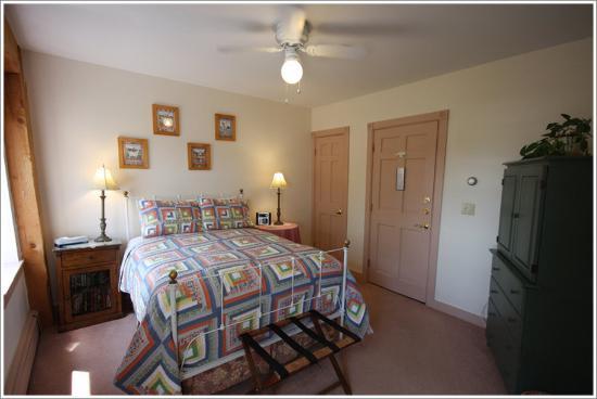Maple Hill Farm Inn: Guest Room