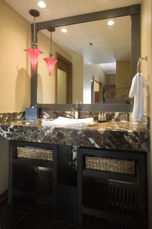 The Heathman Hotel: Symphony Suite Vanity Area