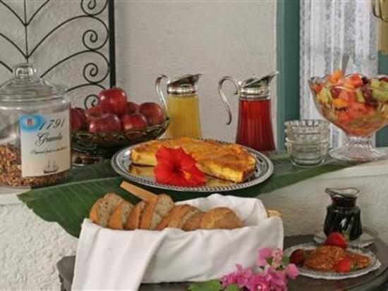 St. Francis Inn Bed and Breakfast: Dining