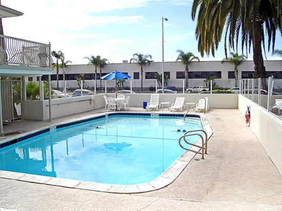 Motel 6 San Diego Airport - Harbor: MPool2