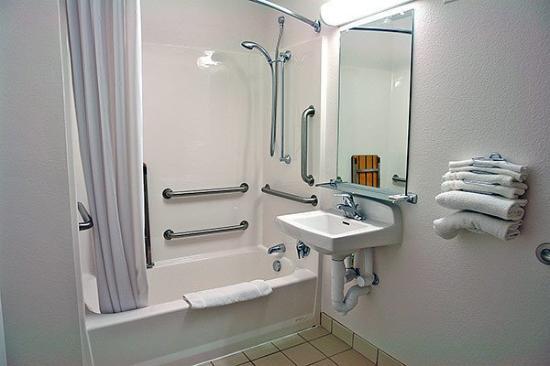 Motel 6 Twin Falls: MBathroom