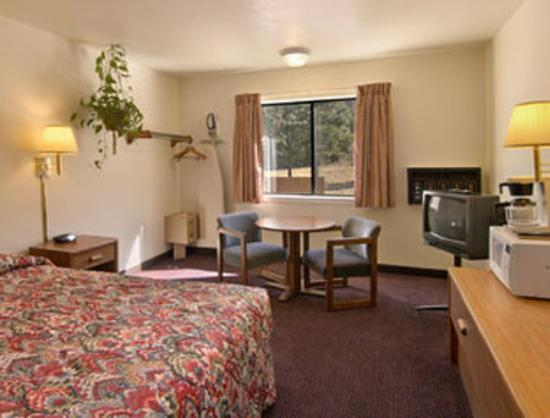 Super 8 Ruidoso: Queen Bed Room with MicroFridge