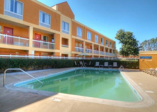 Quality Inn & Suites Medical Park: pool
