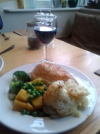 The Crown & Tuns Puddingface Country Kitchen: Pie, Mash and Merlot
