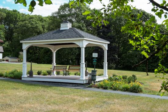 Red Roof Inn Boston - Southborough/Worcester: Gazeebo