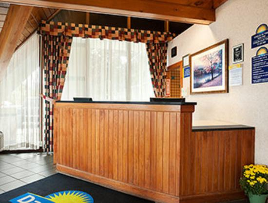 Days Inn Rutland/Killington Area: Front Desk