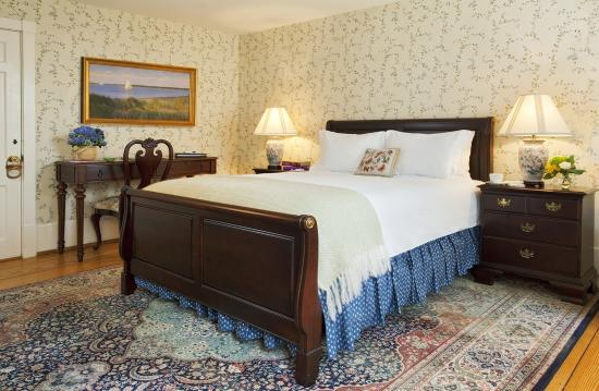 Jared Coffin House: Queen bedroom