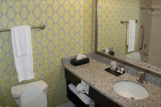 Holiday Inn Express Nags Head Oceanfront: Nags Head Inn Outer Banks Hotel New Bath