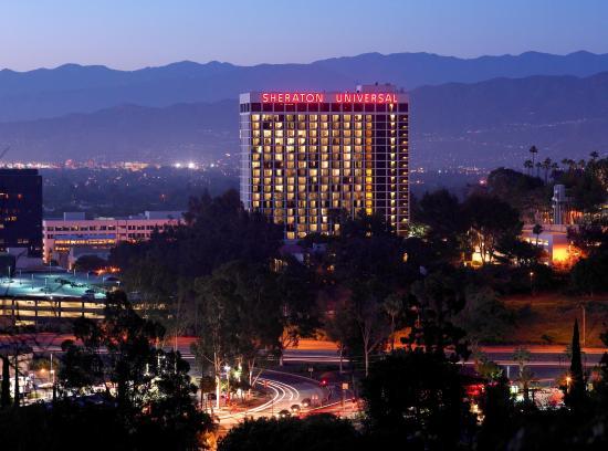 Sheraton Universal Hotel : Exterior
