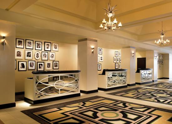 Sheraton Universal Hotel : Front Desk