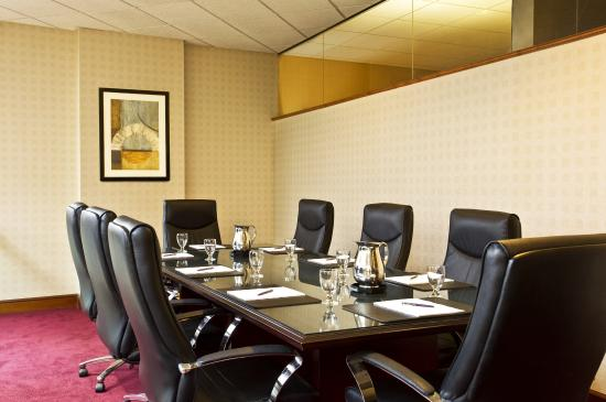 Sheraton Syracuse University Hotel & Conference Center: Boardroom
