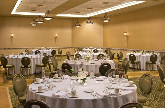 Sheraton Syracuse University Hotel & Conference Center: Comstock Ballroom