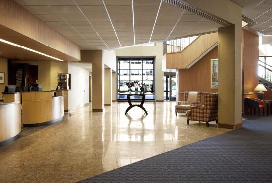 Sheraton Syracuse University Hotel & Conference Center: Lobby