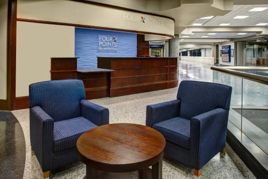 Four Points Huntsville Airport: Front Desk