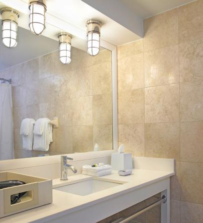 Four Points by Sheraton Miami Beach: Guest Bathroom