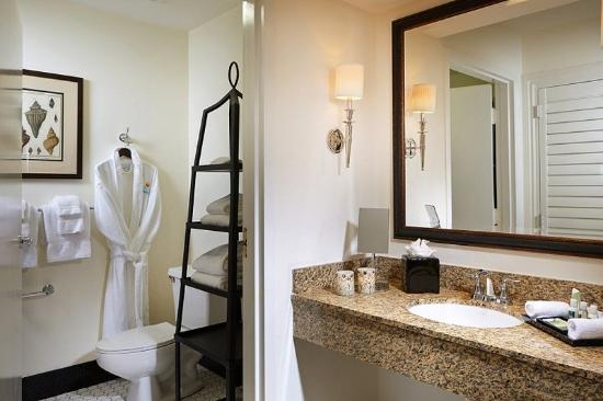 Inn at Pelican Bay: Bathroom