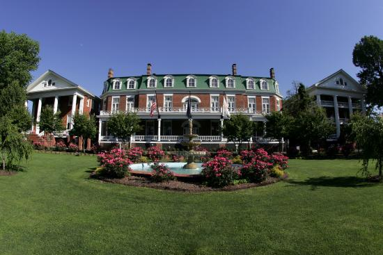 The Martha Washington Inn and Spa: Exterior