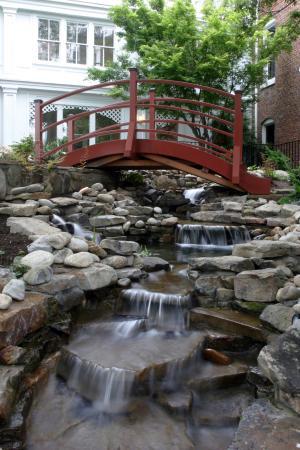 The Martha Washington Inn and Spa: Garden