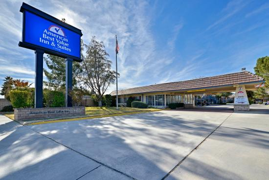 Americas Best Value Inn & Suites - Lancaster: Exterior
