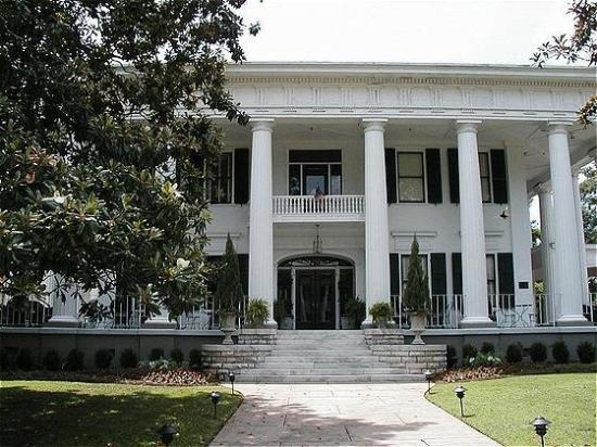 1842 Inn: Exterior View