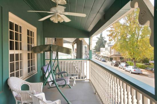 Americas Best Value Inn & Suites - Royal Carriage: Balcony
