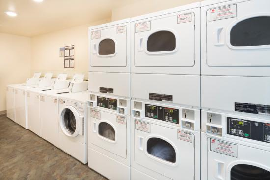 Value Place Wichita South: Guest Laundry