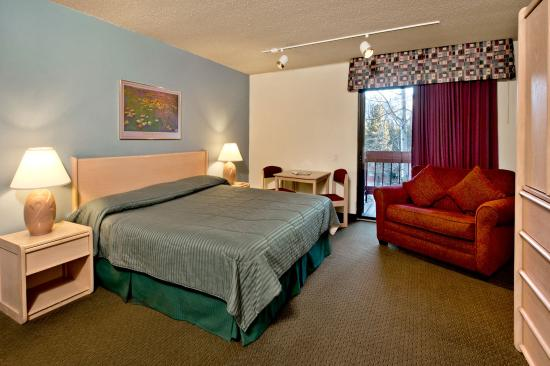 Sierra Lodge: King Bed