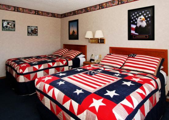 Photo of Econo Lodge Inn & Suites Dubuque
