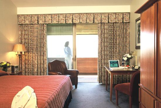 Chubb Hotel & Conference Center: Guest room