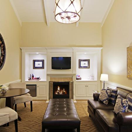 Carriage House Inn: Interior