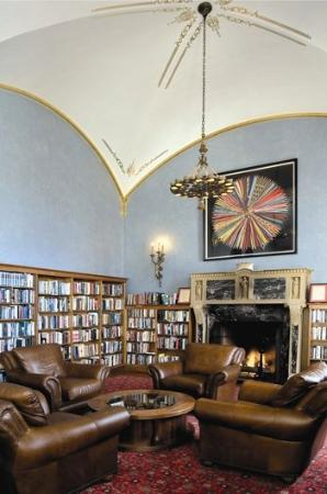Marines Memorial Club Hotel: Military Library & Museum