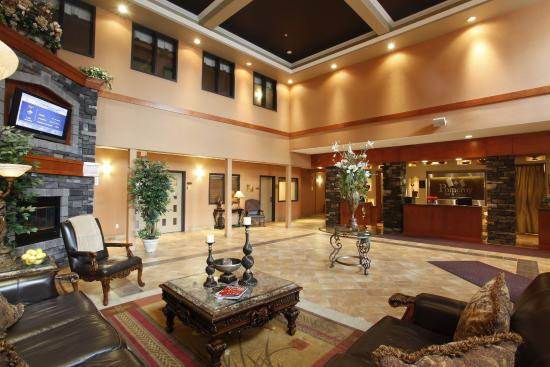 Holloway Inn & Suites: Front Lobby