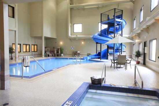Holloway Inn & Suites: Indoor Pool ,Waterslide &Hottub