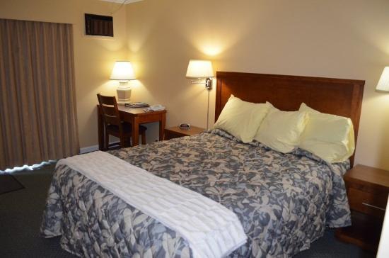 Westward Inn & Suites: One Queen Bed