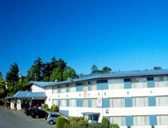 Howard Johnson Hotel by Wyndham Nanaimo Harbourside