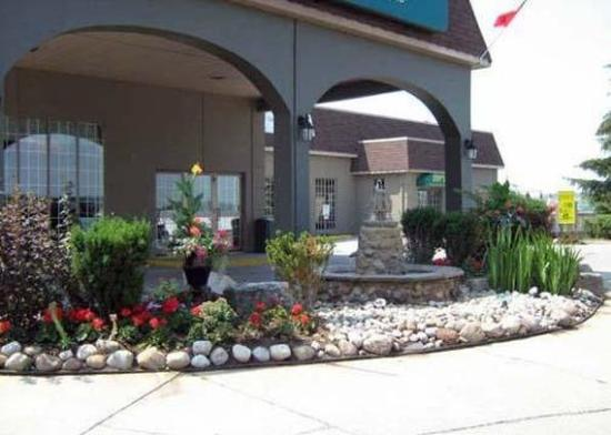 Photo of Quality Hotel & Suites Woodstock