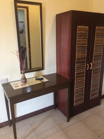 Darunday Manor: Desk And Cabinet Inside Queen Room